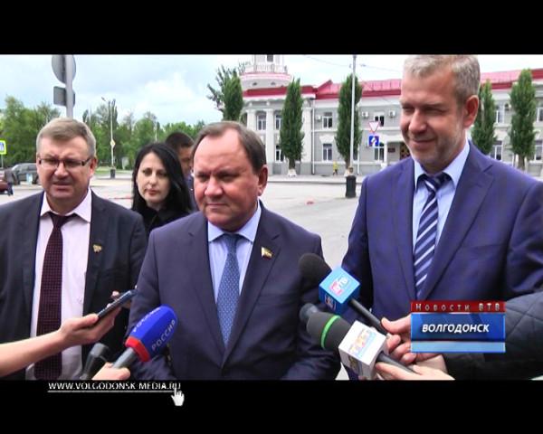 Председатель Заксобрания области Виктор Дерябкин посетил Волгодонск с рабочим визитом
