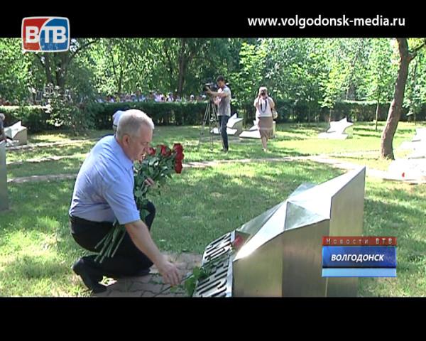 22 июня волгодонцы отметили минутой молчания и возложением цветов