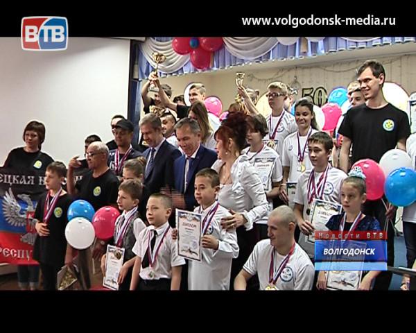 В Волгодонске завершился первый Международный турнир по плаванию для детей с ограниченными возможностями