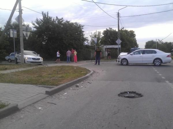 Перекрёсток переулка Октябрьского и Пионерской не поделили две иномарки