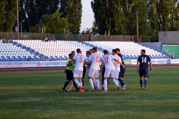 Футбол перерос в рукопашный бой. Матч «Волгодонска» и «Родины» прервали