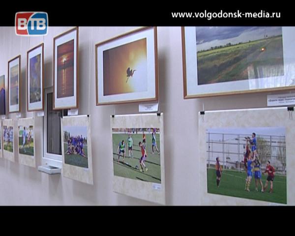 В Волгодонске открылась выставка спортивного обозревателя Евгения Ревенко, посвященная Олимпийским играм