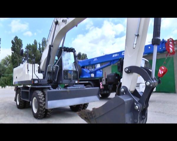 Водоканал получил новые автокран и экскаватор