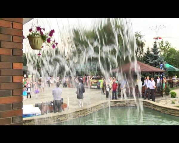В пиццерии «Камин» старого города открылась новая летняя площадка и фонтан
