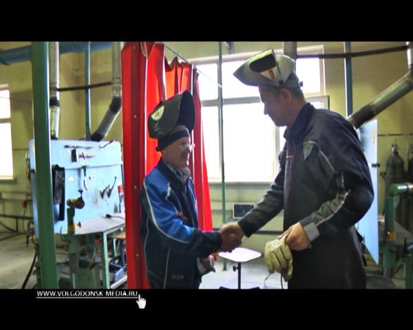 Сварка как искусство. Глава Администрации Андрей Иванов посетил школу сварки Владимира Тудвасева