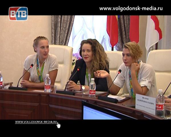 Как волгодонских ватерполисток, олимпийских призеров чествовали в Администрации города