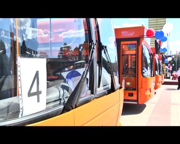 Губернатор Василий Голубев передал ключи от нового пассажирского транспорта