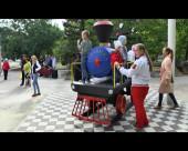 В сквер «Дружба» возвращен отреставрированный паровозик