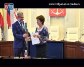 Волгодонские педагоги и воспитатели на торжественном приеме в Администрации получили отраслевые награды