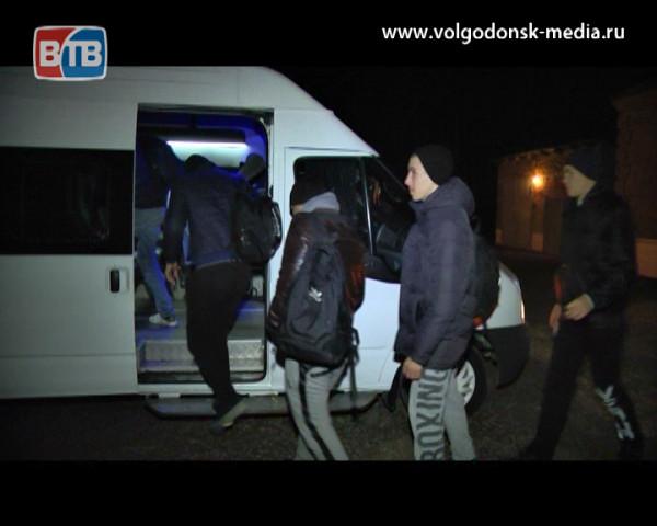 В военкомате Волгодонского и Цимлянского районов прошла традиционная торжественная отправка призывников