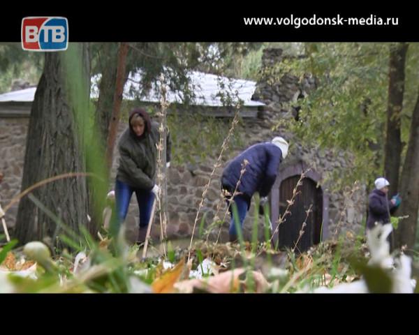 Месячник чистоты завершился генеральной уборкой парка «Победа»