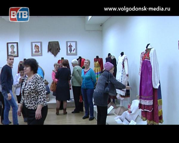 Знаменитый собиратель и исследователь русского народного костюма Сергей Глебушкин привез свою коллекцию  в Волгодонск