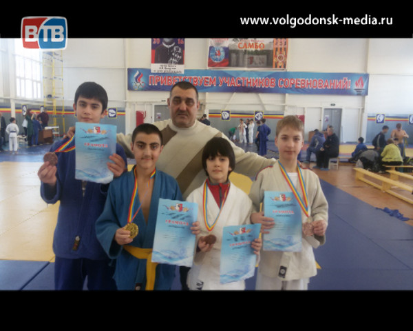 Волгодонские дзюдоисты привезли 4 медали из Каменска-Шахтинского