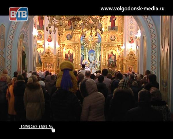 В канун Рождества в Волгодонске прошло Всенощное бдение