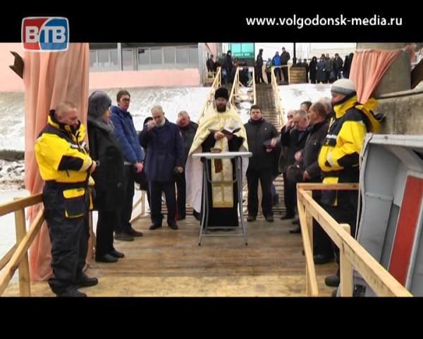 Тысячи волгодонцев окунулись в портовую Иордань