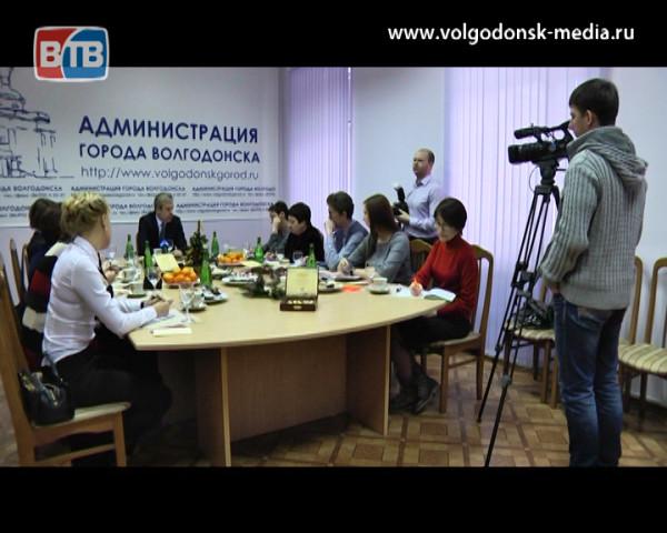 Пища для размышлений. В День Российской печати Андрей Иванов поздравил журналистов и дал большую пресс-конференцию