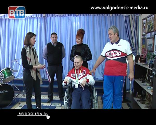 Паралимпиец из Волгодонска получил медаль от ростовского мецената