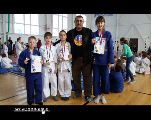 Волгодонские дзюдоисты пополнили свою копилку наград победами на Межрайонном турнире