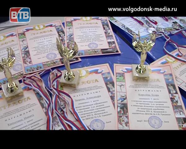 Волгодонские акробаты вернулись из Азова с медалями