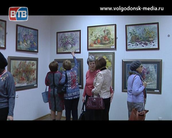 Женщинам Волгодонска в подарок цветы