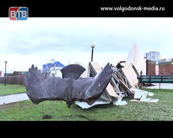 Стихия уничтожила памятник строителям на въезде в новый город