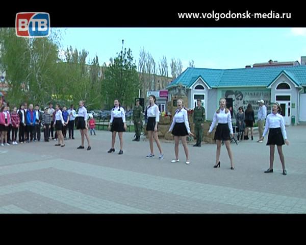 Памятную дату «пятидесяти двухлетие со дня рождения Сергея Молодова» почтили волгодонцы в одноименном сквере