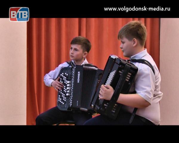 В волгодонском региональном конкурсе исполнителей на баяне-аккордеоне приняла участие особенная девочка