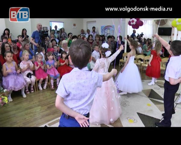 Будущие первоклассники попрощались с детским садом «Гусельки»