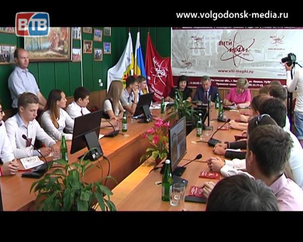 Молодежь Волгодонска на официальной встрече пообщалась с главой Администрации