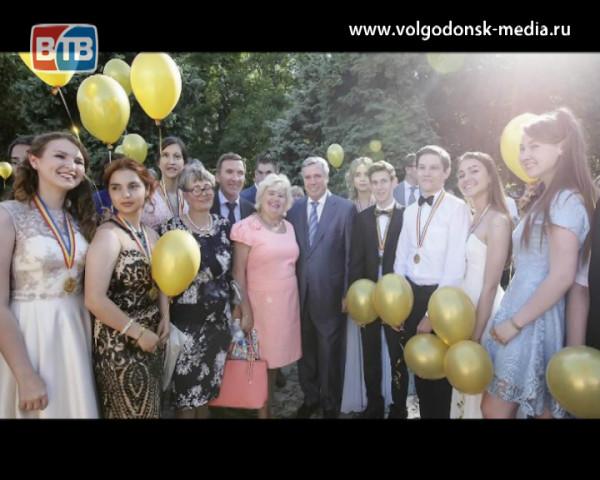 Волгодонские выпускники стали участниками губернаторского бала