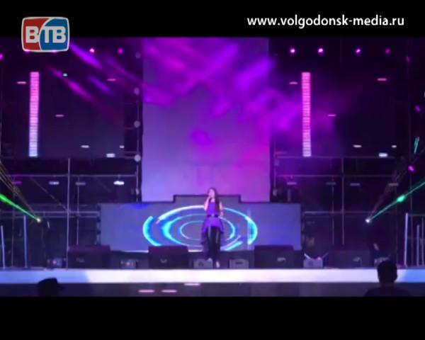 Волгодонская солистка Эльвира Балаева приняла участие в фестивале «Голубая ночь» прошедшем в Китае