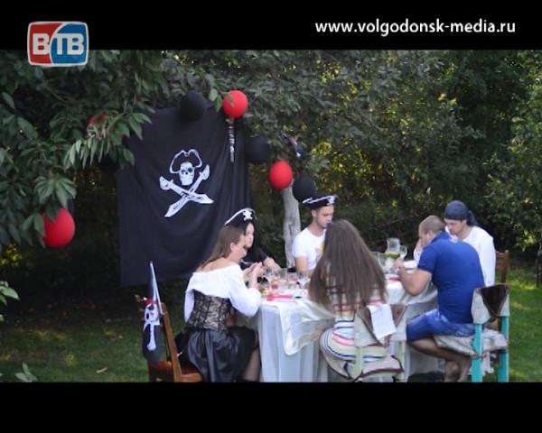 Участники проекта «Свадьба в подарок» придут друг к другу в гости на необычный ужин