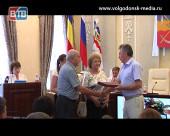 На аппаратном совещании в Администрации Волгодонска семьи наградили «За любовь и верность»