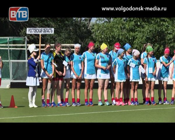 Финальные соревнования по хоккею на траве среди девушек VIII Спартакиады учащихся России открыты