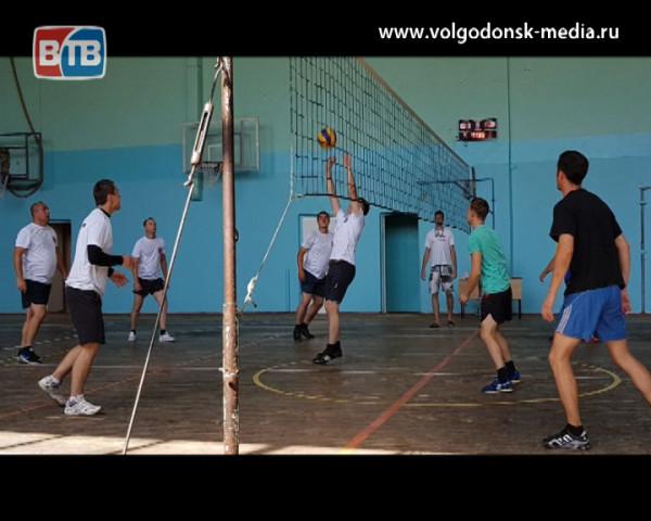 Полицейские Волгодонска заняли первое место в зональных соревнованиях по волейболу