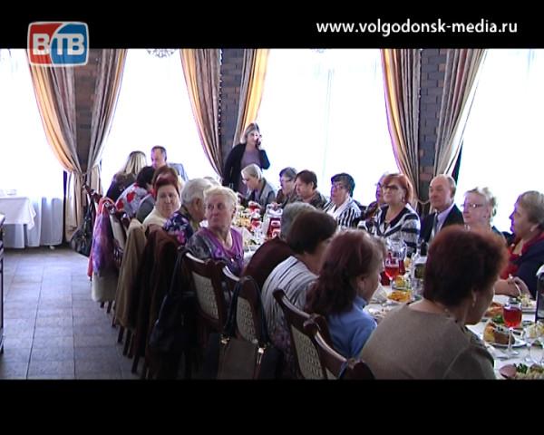 С Днем пожилого человека пенсионеров своего округа поздравил депутат Волгодонской городской Думы Игорь Батлуков