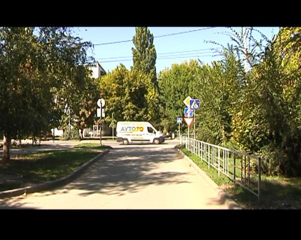 По улице Морской вдоль домов выполнен «разворот» одностороннего движения в направлении улицы 30 лет Победы