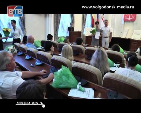 Торжественное награждение заслуженных педагогов Волгодонска состоялось накануне в администрации города