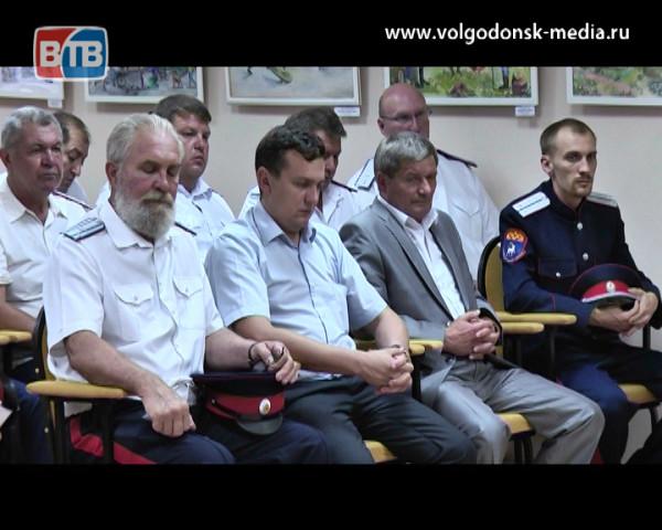 Толерантность во главу угла. Виктор Мельников встретился с представителями национально-культурных организаций