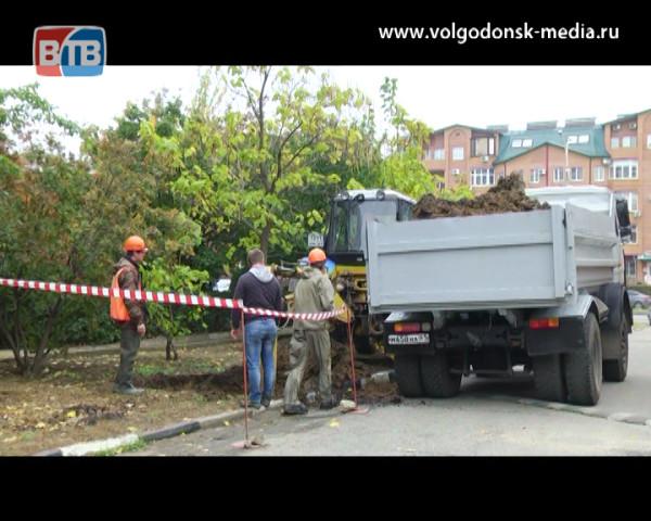 Ликвидация порыва на трубопроводе. Водопроводные сети Волгодонска  изношены на 80%