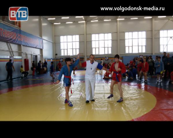 Волгодонские самбисты вернулись с наградами из Каменск-Шахтинского