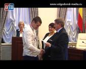 Футбольный клуб «Волгодонск» наградили серебряными медалями в Администрации Волгодонска