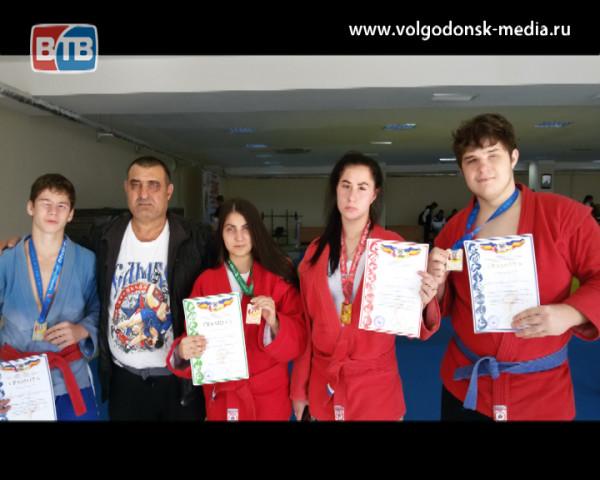 Волгодонские самбисты привезли награды с первенства области