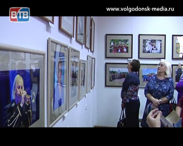 В Волгодонске открылась персональная выставка Давида Рубашевского приуроченная к юбилею творчества художника