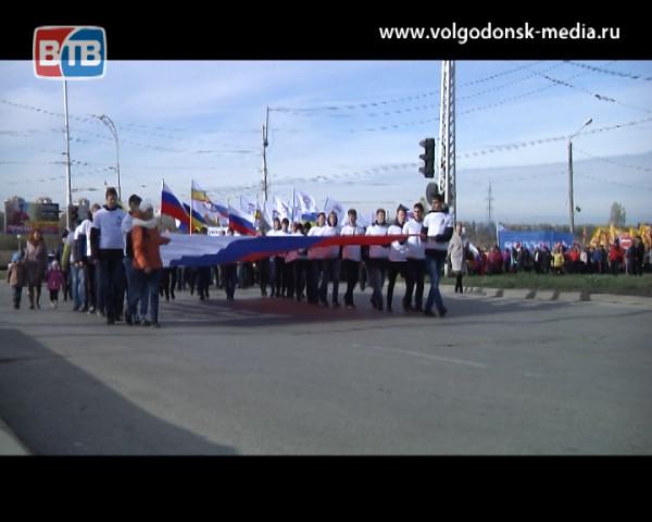 В День народного Единства горожане многотысячным парадом прошли по центральным улицам Волгодонска