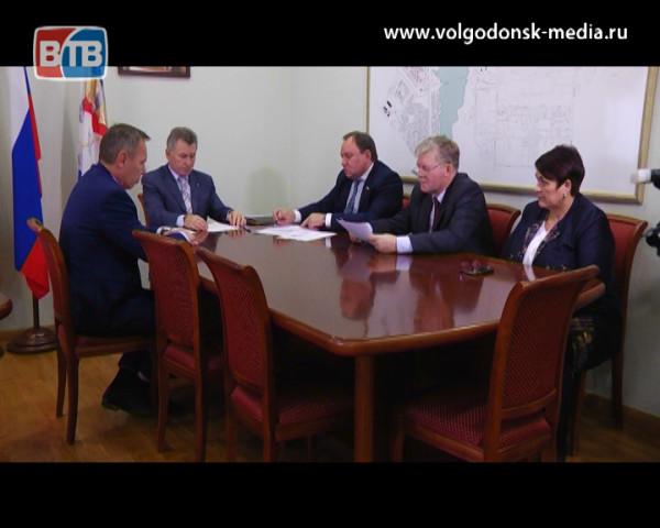 Волгодонск с рабочим визитом посетил депутат государственной Думы Виктор Дерябкин