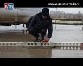 СМИ и сотрудники полиции замерили глубину ям на дорогах Волгодонска