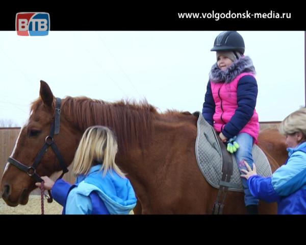 В Детском реабилитационном центре адаптивно-верховой езды «Добрая лошадка» появилась детская площадка