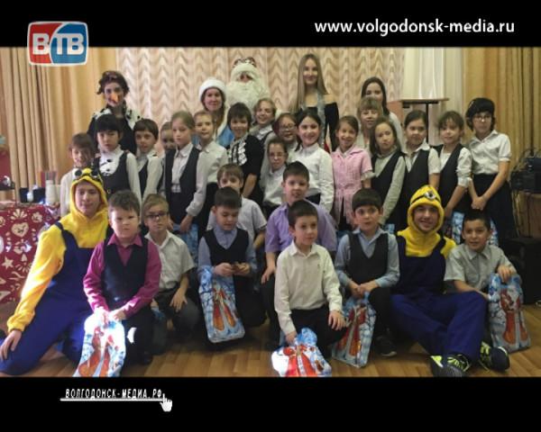 Волгодонская молодежь проводит благотворительную акцию «Добрый новый год»