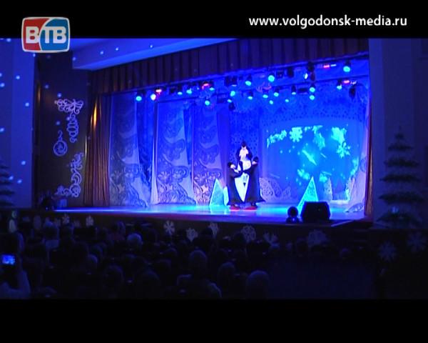 Волгодонцы второго округа посетили сказочное представление